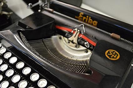 Mit der Schreibmaschine Erika schrieb ich für Othmar Willimann